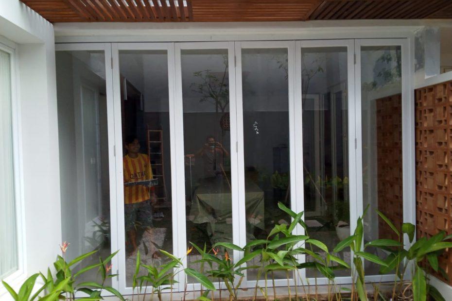 pintu lipat alumnium